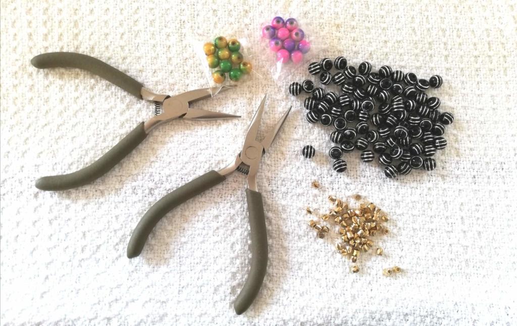 ハンドメイドアクセサリーを作る材料