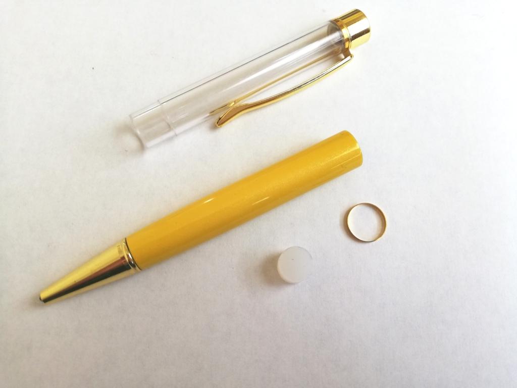 ボールペンを分解したところ