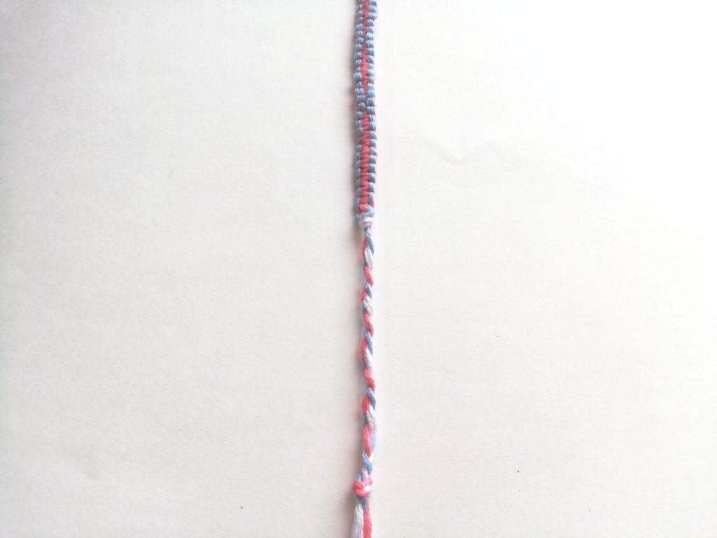 結んで三つ編みした所
