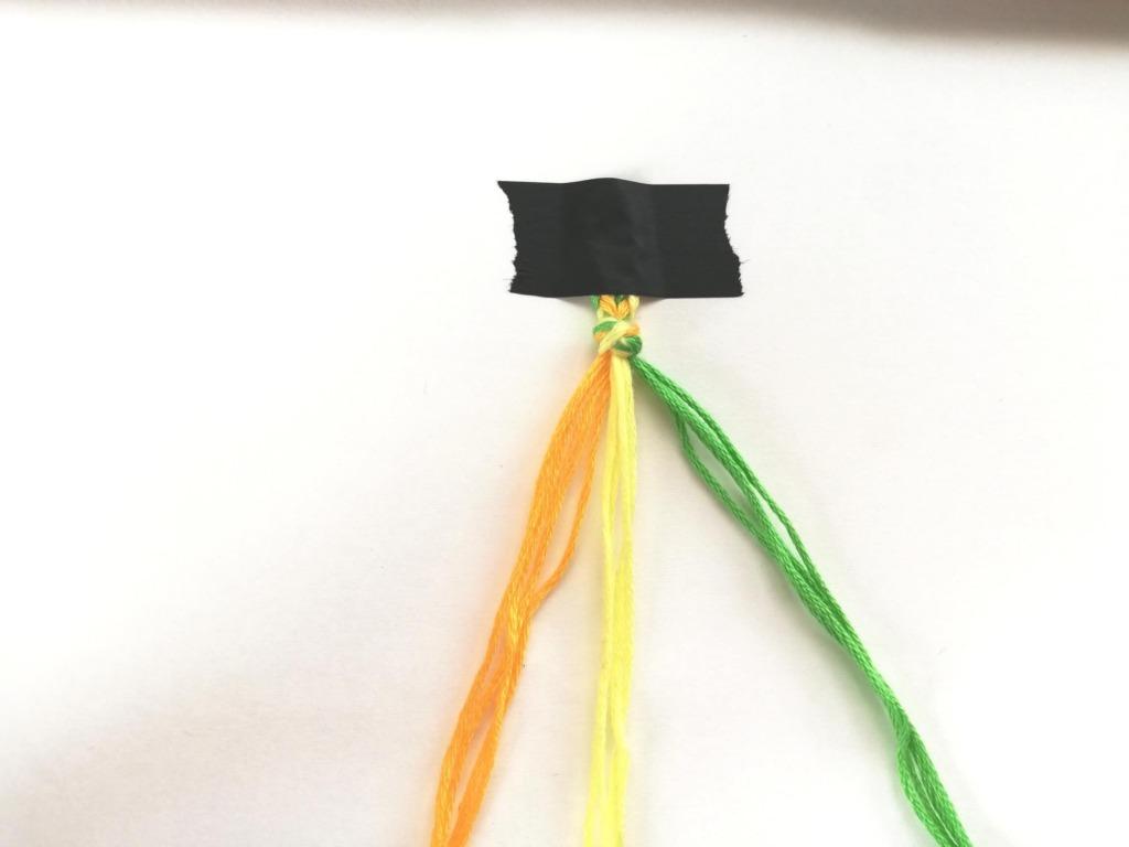 糸を色で分けたところ